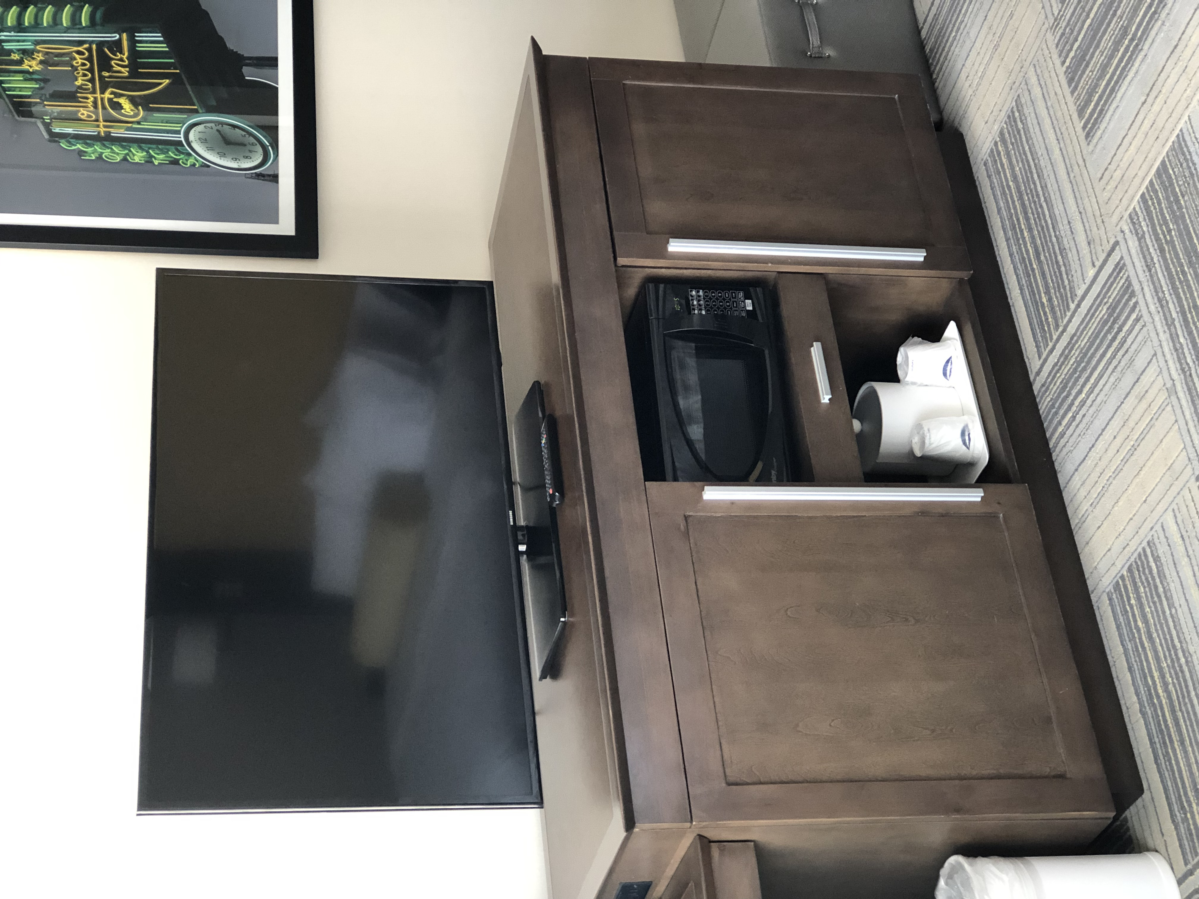 The TV Area Hollywood Inn & Suites Los Angeles/Hollywood
